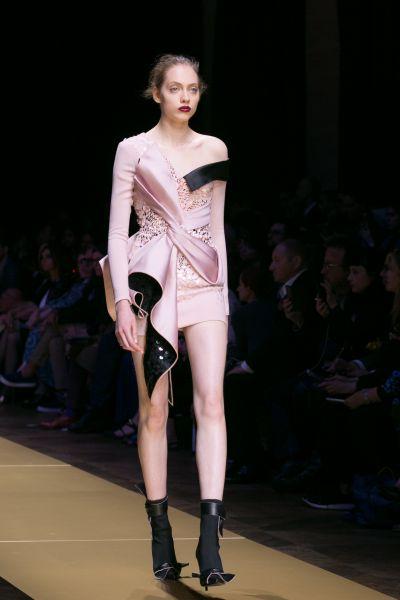 В отличии от Диор, у Версачи была более разнообразная палитра цветов одежды