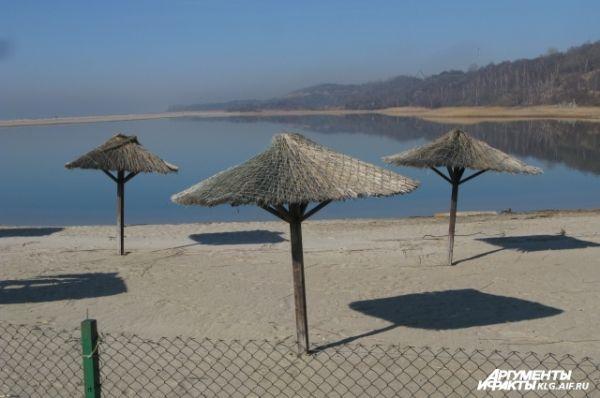 Пляж Янтарного в межсезонье.