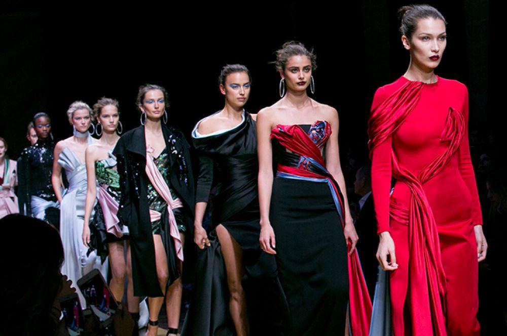 Неделя мод в Париже от-кутюр запомнится многим ценителям фешн индустрии и людям, которые всегда предпочитают выглядеть по последнему писку моды