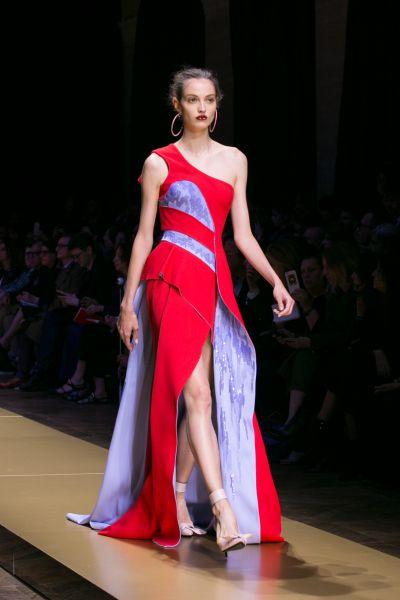 Тренды 2016 года показали, что в моде сейчас оттенки алых красных и умеренно фиалковых, голубоватых цветов