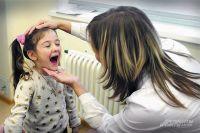 Для ребёнка доктор - добрый и постоянный друг.