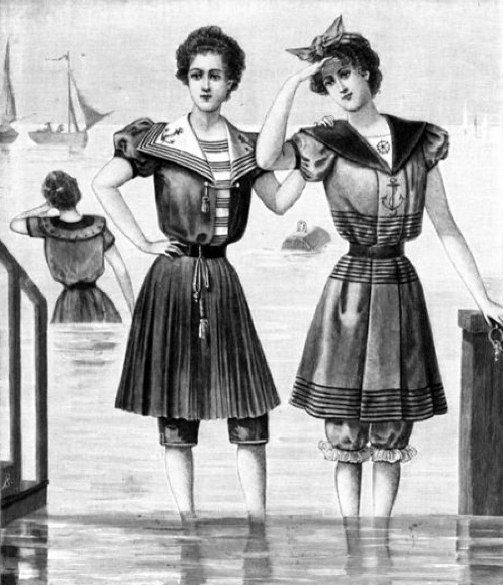 В XIX веке появились первые раздельные женские купальные костюмы.