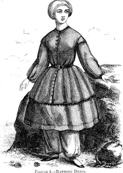 Первые костюмы, специально предназначенные для купания, стали появляться в конце XVIII века. Это были платья, под которые надевались чулки и матерчатые туфли. На голове обязательно присутствовала шляпка.
