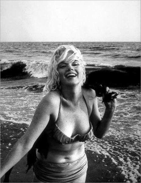 Вплоть до середины XX века купальный костюм оставался довольно строгим и закрывал большую часть тела. Пока парижский модельер Луи Реар не представил публике новую модель — бикини. Почти 10 лет бикини осуждали за то, что оно рассказывает о женщине почти всё «за исключением её девичьей фамилии».