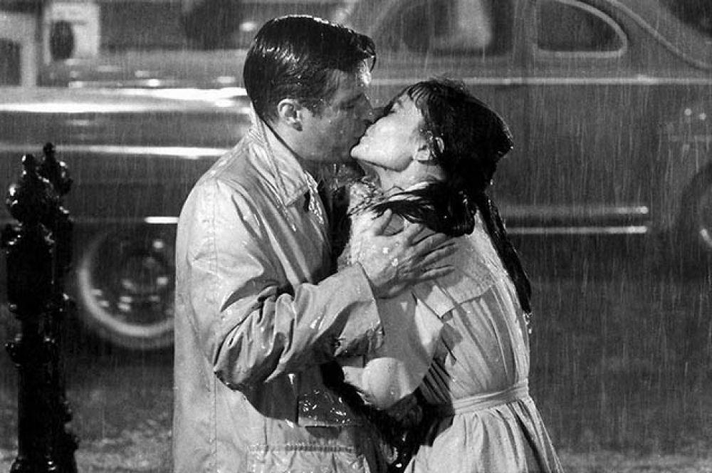 Поцелуй Холли Голайтли в «Завтраке у Тиффани».
