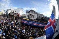 Футболистов сборной Исландии на родине встречали как героев.