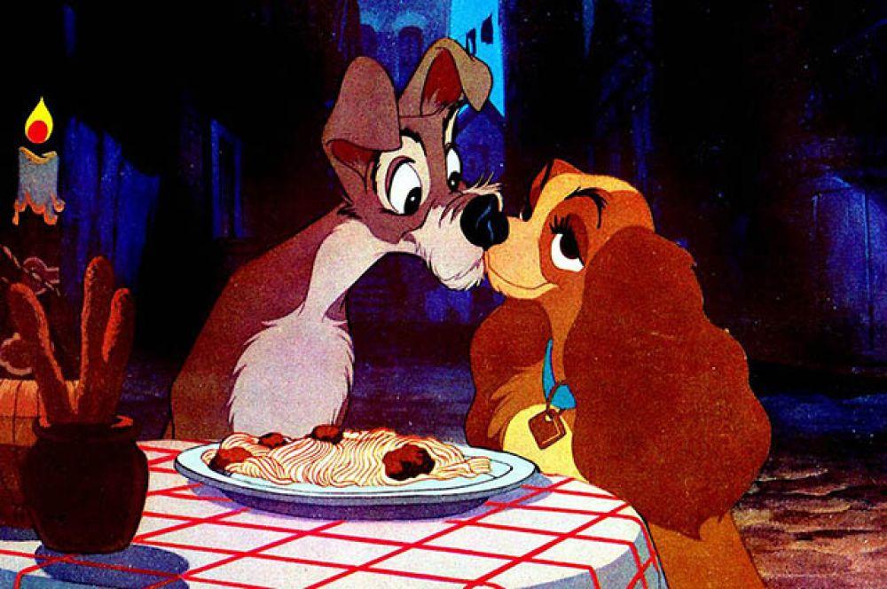 Поцелуй Леди и Бродяги из одноимённого мультфильма.