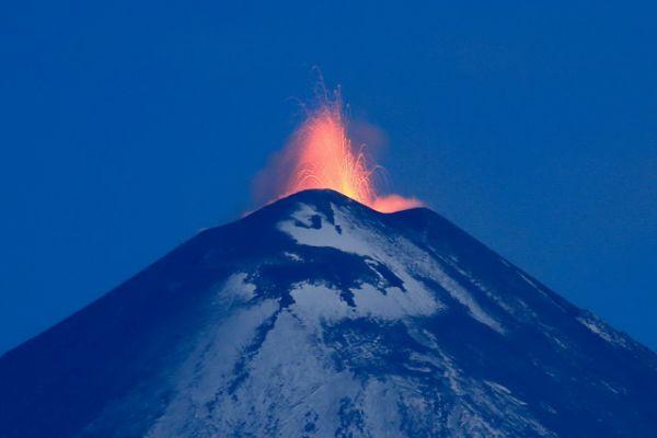 Фонтанирующая лава.