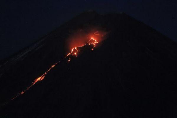 Извержение может продолжаться от нескольких месяцев до года.