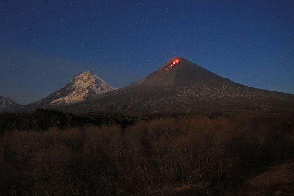 На восточном склоне вулкана произошел взрыв.