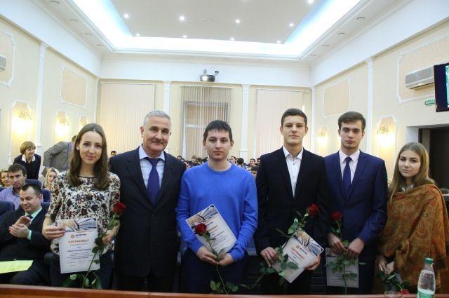 """Вручение сертификата на трудоустройство в АО """"ТГК-11""""."""