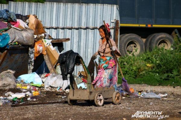 Цыгане из снесенных домов не спешат обращаться за помощью в администрацию города