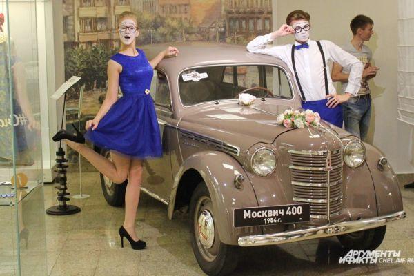 Украшенный для свадьбы автомобиль Москвич М-400 1952 г. выпуска.