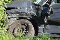 Водитель не справился с управлением и врезался в бетонную опору.