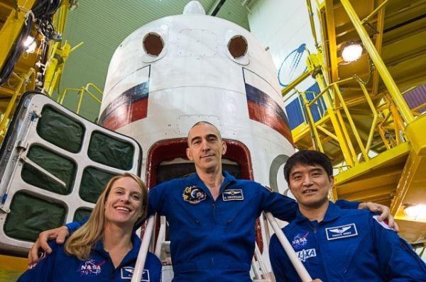 В составе экипажа иркутянин Анатолий Иванишин, астронавт НАСА Кэтлин Рубинс (США) и астронавт Джакса Такуя Ониши (Япония).