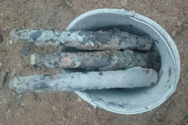 Два ящика снарядов времен ВОВ раскопали в Центральном районе Калининграда.