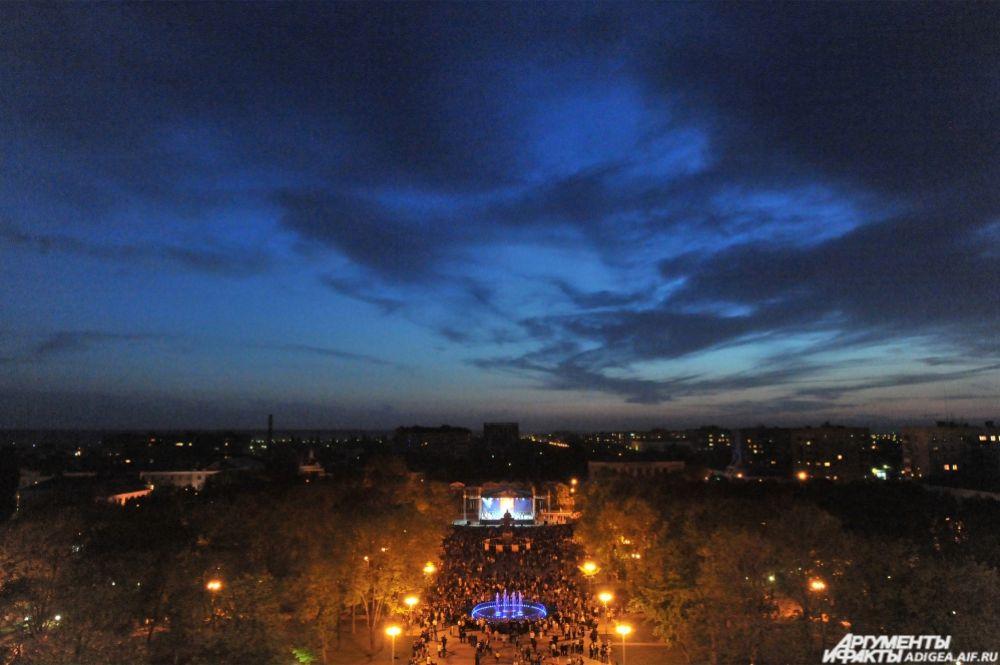 Площадь Ленина. Празднование Дня республики Адыгея.