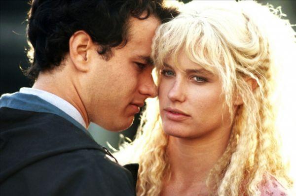 В 1984 году на экраны вышла романтическая комедия «Всплеск». Одна из самых красивых блондинок Голливуда Дэрил Ханна исполнила роль русалки, случайно заплывшей в огромный город, а по-мальчишески хрупкий и кудрявый Том Хэнкс сыграл продавца, полюбившего странную незнакомку.