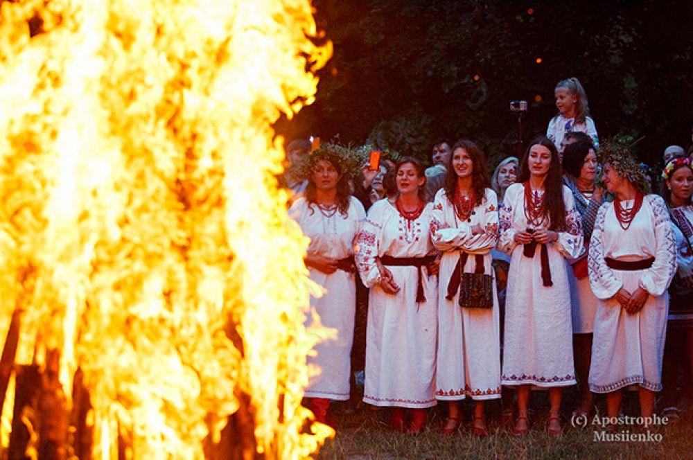 Такие костры разводили в Мамаевой Слободе, что под Киевом