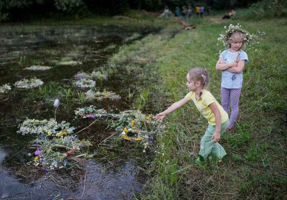 Обычно, венки пускали по реке по старой традиции