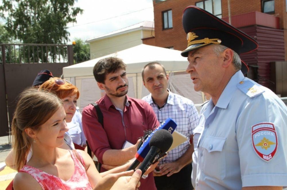 Руководством ростовского полицейского главка принято  решение, что выездные мониторинги общественного мнения будут  проводиться на постоянной основе в разных районах области.