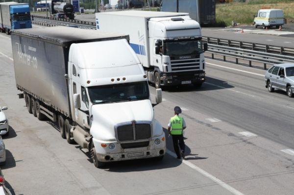 Водителей, ставших участниками дорожного опроса, полицейские руководители просили быть  предельно откровенными и без стеснения озвучивать замечания и жалобы, касающиеся работы инспекторов ДПС.