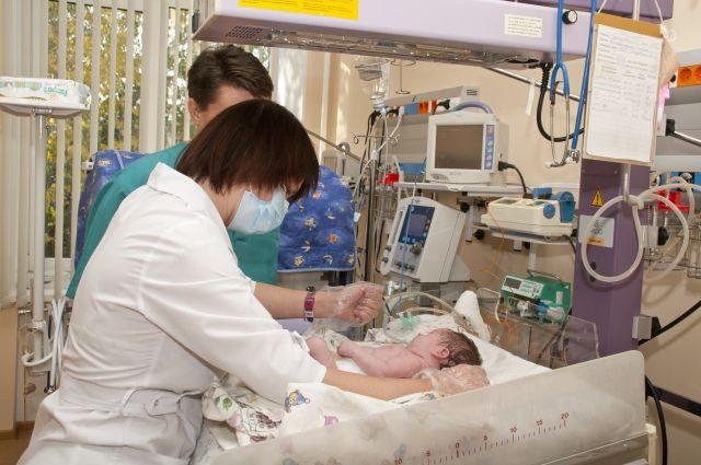 Педиатрия - наука тонкая, и зачастую жизнь ребёнка действительно находится в руках врачей.