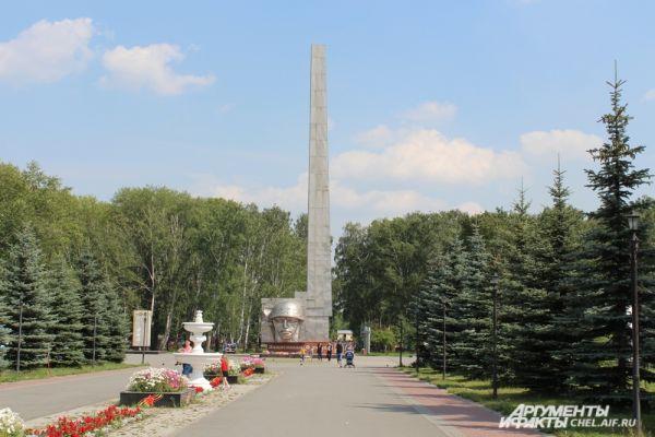 Знаменитый своей постоянной выставкой военной техники Сад Победы.