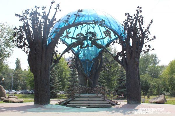Сфера любви – самое романтичное место в Челябинске. И побывать там стоит не только в день свадьбы.