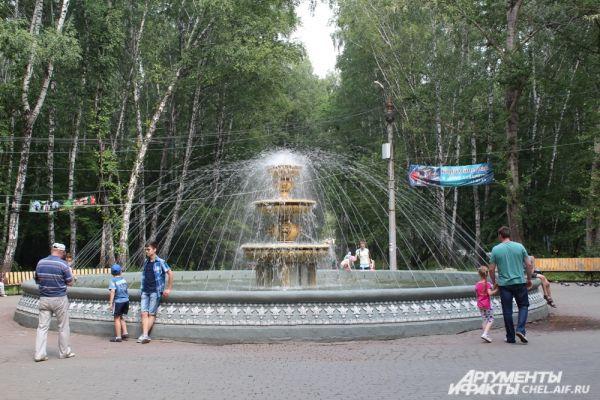 Парк им. О.И. Тищенко в Металлургическом районе – отличное место, чтобы встретиться с друзьями и поесть сладкую вату.