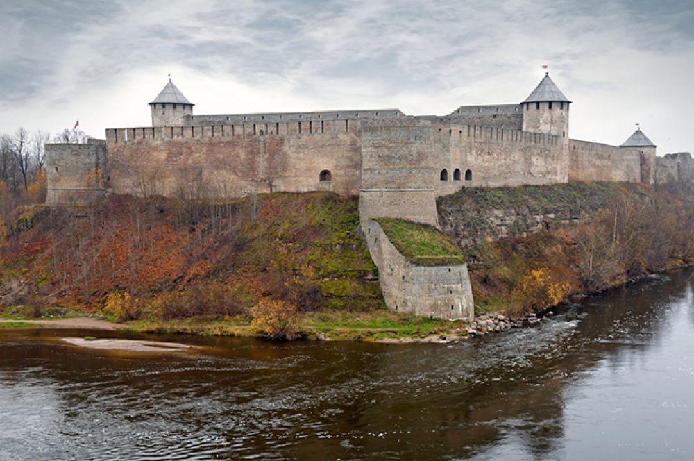 Королевская гавань – Ивангородская крепость на берегу Нарвы на границе России и Эстонии.