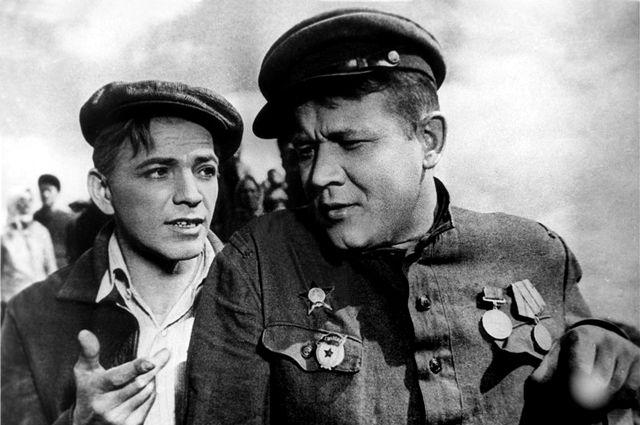 Петр Алейников и Борис Андреев в фильме «Большая жизнь» (1939).