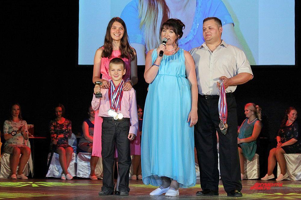 37-летняя Анастасия Швецова представила зрителям свою спортивную семью.