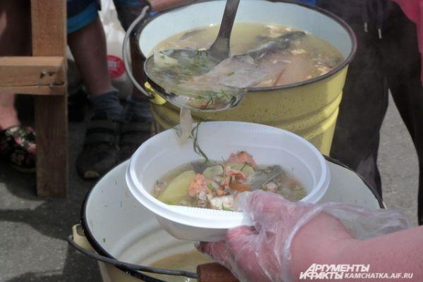 Для хорошего навара заказали 300 килограммов свежей, выловленной в этом сезоне, рыбы.