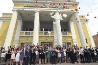 В минувшие выходные алтайские выпускники попрощались с детством.