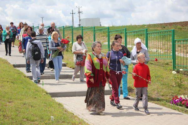 Чтобы доставить родственников в Сюкеево, минсоцзащиты выделило автобусы.