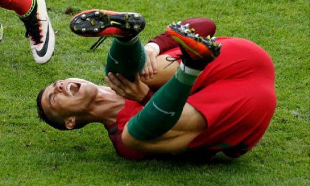 Из-за травмы ноги он покинул поле на 25 минуте