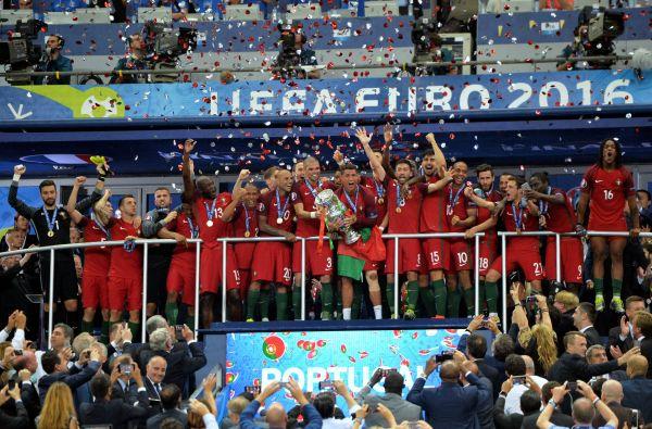 Празднование португальцами победы было очень эмоциональным и бурным