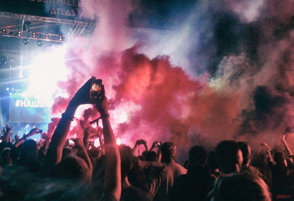 Ни погода, ни переносы выступлений не помешали фестивалю Атлас Викенд пройти успешно.
