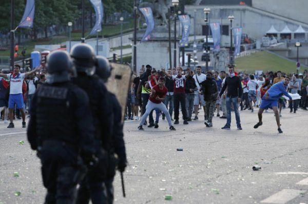 Всего в ходе беспорядков были задержаны около 40 человек.
