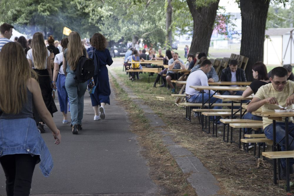 На территории фестиваля располагалось большое количество мест для отдыха, так что посетителям было комфортно