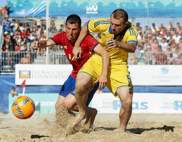 Борьба за мяч на песке - это не борьба за мяч на газоне