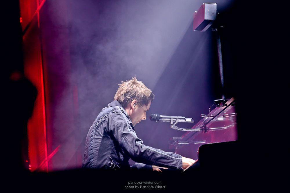 Мэтт Беллами за роялем
