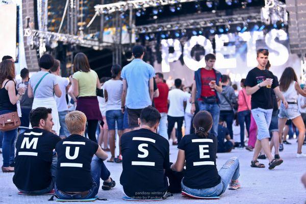 Фанаты Muse выбрали правильную одежду
