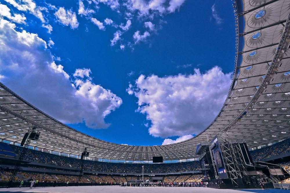 Небо над «Олимпийским»