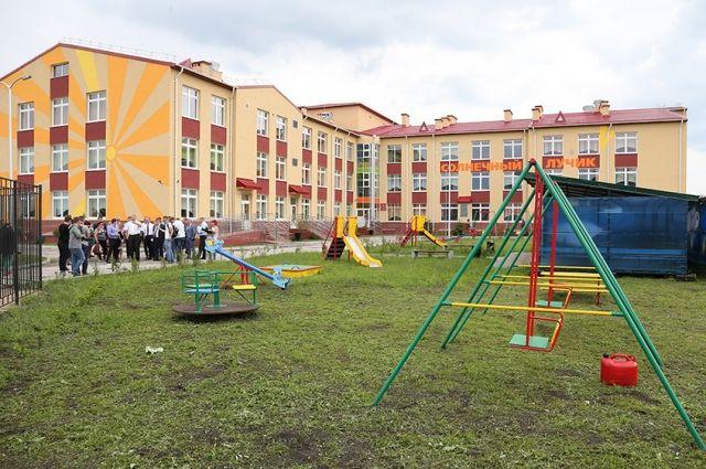 Главе Черняховска пригрозили увольнением за срыв строительства детсада.