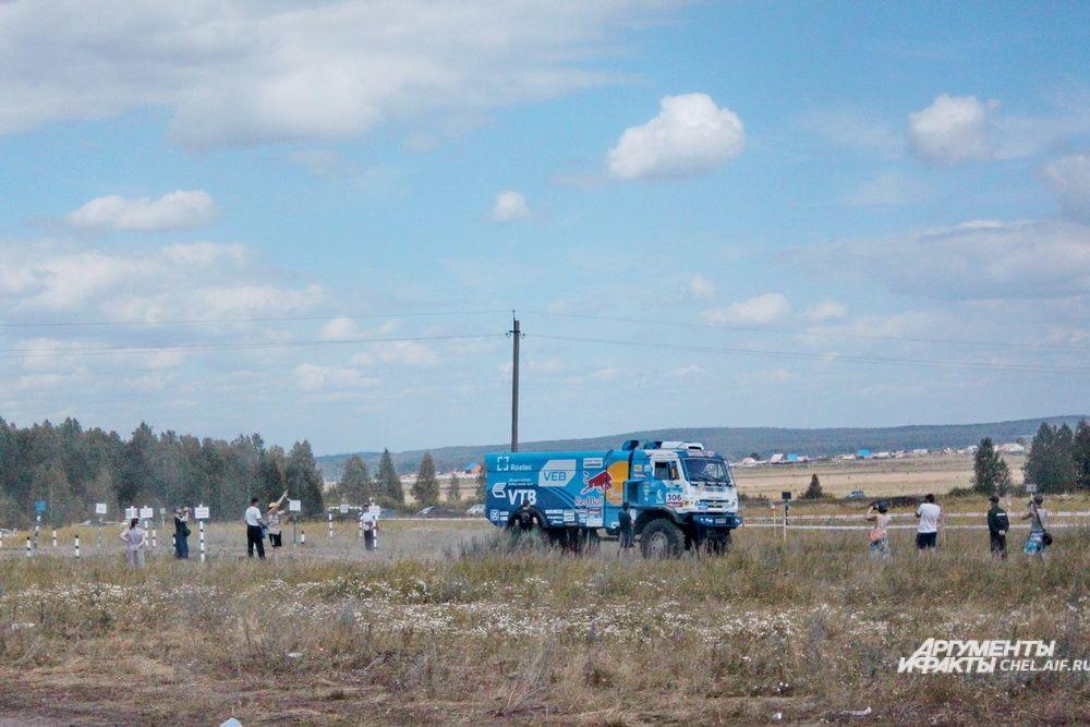 Участники на грузовиках стартовали отдельно.