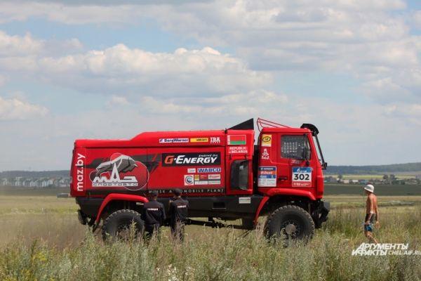 В ралли участвуют 27 грузовиков, в том числе КамАЗы.
