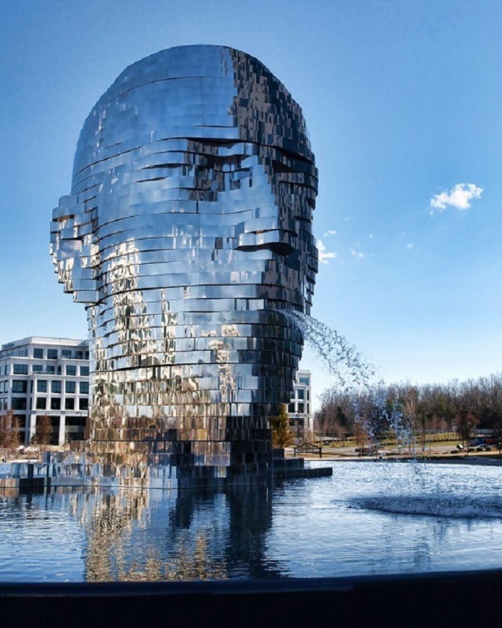 """Фонтан-скульптура """"Метаморфозы"""" в США"""