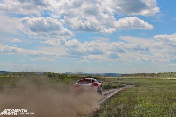 После финиша в Степном участники через пропускной пункт Бугристое направились в Казахстан, чтобы по его территории доехать до Китая и финишировать в Пекине.